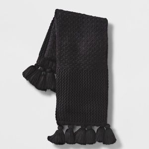 Opalhouse chunky knit with tassels throw blanket